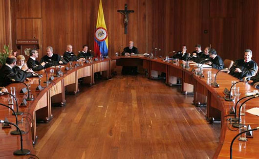 CORTE CONSTITUCIONAL AVALÓ LA APLICACIÓN CONCURRENTE Y COMPLEMENTARIA DEL DERECHO INTERNACIONAL HUMANITARIO (DIH) Y DEL DERECHO DE LOS DERECHOS HUMANOS EN LA INVESTIGACIÓN Y JUZGAMIENTO DE MIEMBROS DE LA FUERZA PÚBLICA.